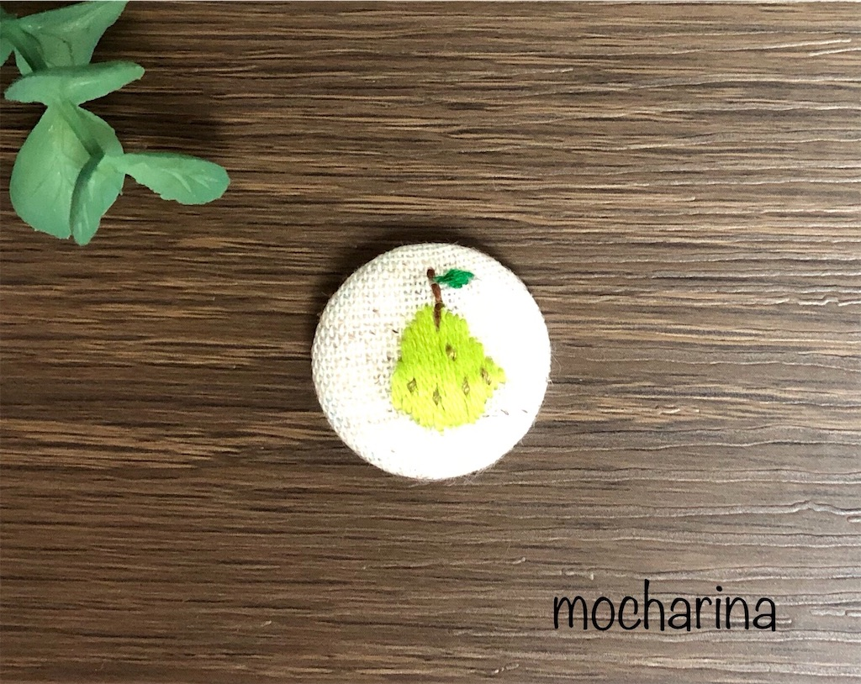 11月の果物の包みボタンの作り方・フルーツ「洋梨」の刺しゅう