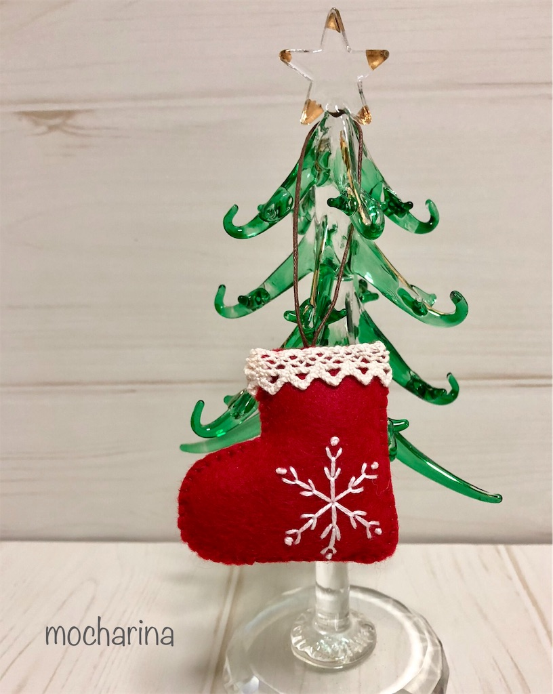クリスマスオーナメント「ブーツ」雪の結晶の刺しゅう付き・作品の梱包