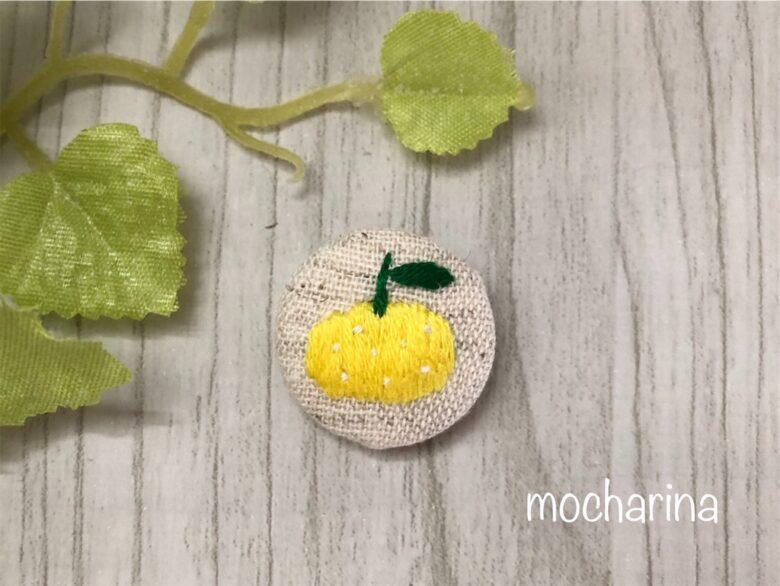 4月の果物の包みボタンの作り方・「ハッサク」の刺しゅう