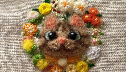 【花ねこのブローチ】ビタミンカラーで元気いっぱいのチャトラちゃん