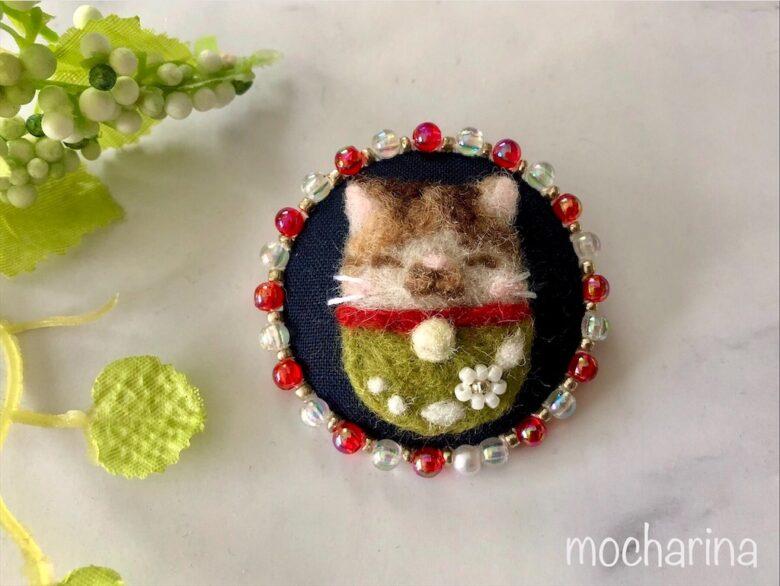 キラキラビーズの三毛猫のブローチの作り方!羊毛フェルト刺しゅう